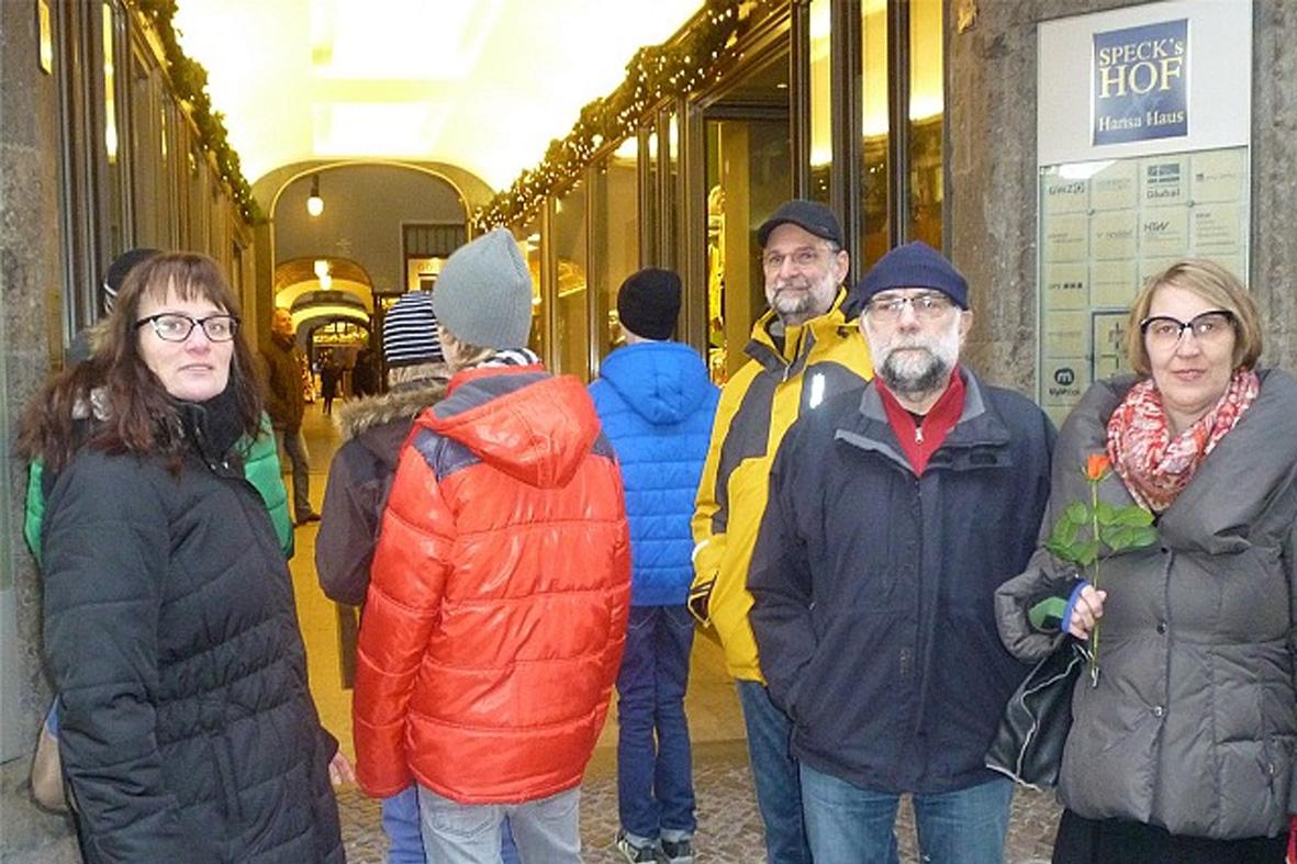 Pflegekinder, Familie und Unterstützer auf Ausflug am Speck's Hof in Leipzig