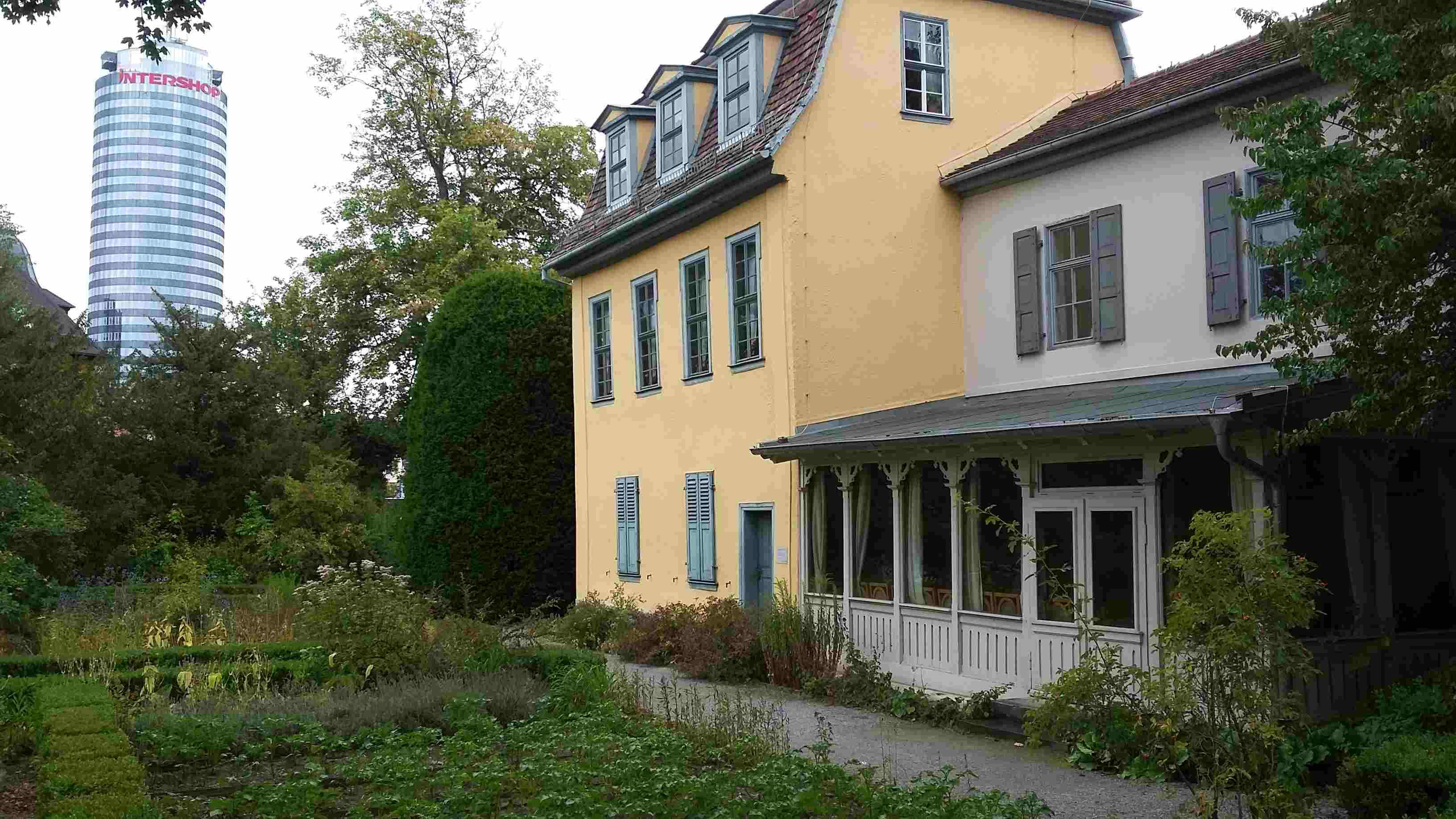 """Jena: Blick vom Schillerhaus auf den """"Jentower"""""""