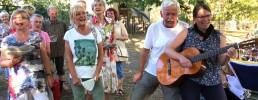 Fröhliche SängerInnen im Losinskiweg im Vorjahr
