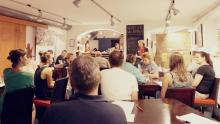 Foto von der letzten Veranstaltung - Teilnehmer im Gespräch