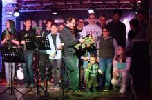 Stipendiatenkinder auf der Bühne