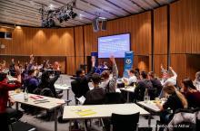 Sitzung des Europäischen Jugendparlaments in Berlin Quelle: IHK Berlin Akim Akthar