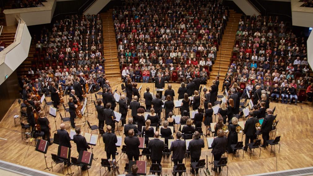 Das Leipziger Lehrerorchester auf der Bühne des Gewandhauses. Foto: Ilja Claus