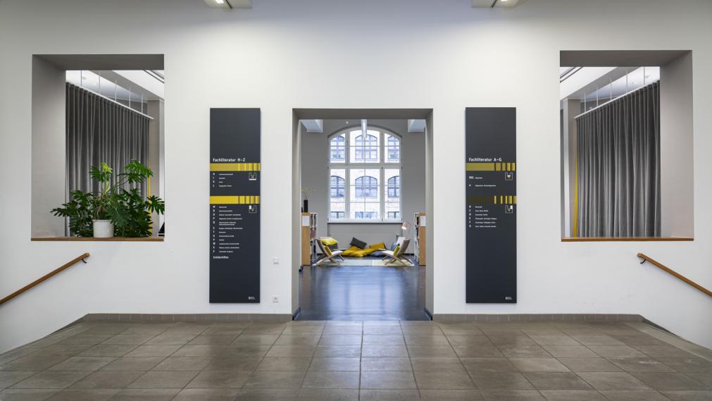 eingangsbereich zum LeipzigZimmer im 1. OG der Bibliothek