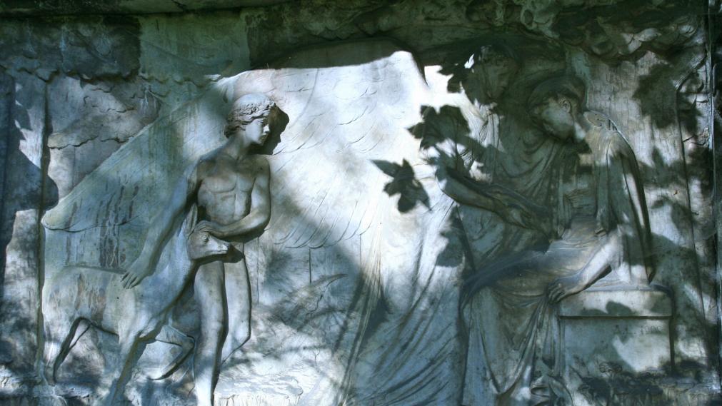 Relief an einer Grabstelle auf dem Südfriedhof. Foto: Dagmar Franke
