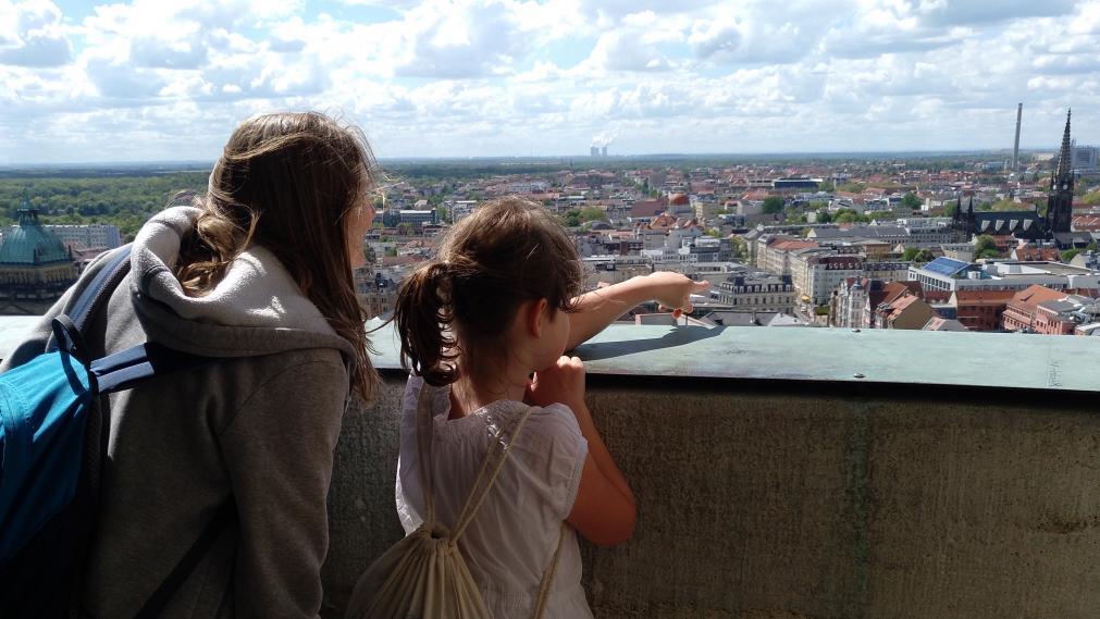 Wunderfinder mit Patin auf dem Rathausturm