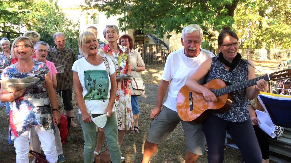 Gemeinsames Singen mit Behinderten und Nicht-Behinderten